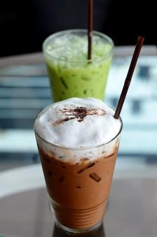 Café gelado e chá verde