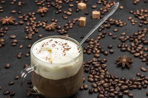 Café glasse, bebida mix de café frio e sorvete.