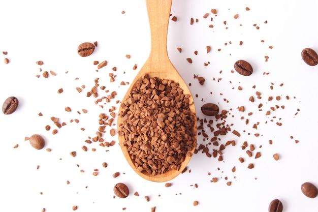 Café instantâneo close-up em cima da mesa. foto de alta qualidade