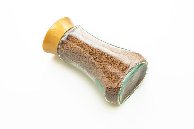 Café instantâneo em garrafa de vidro isolada