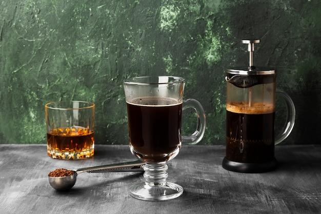 Café irlandês com uísque