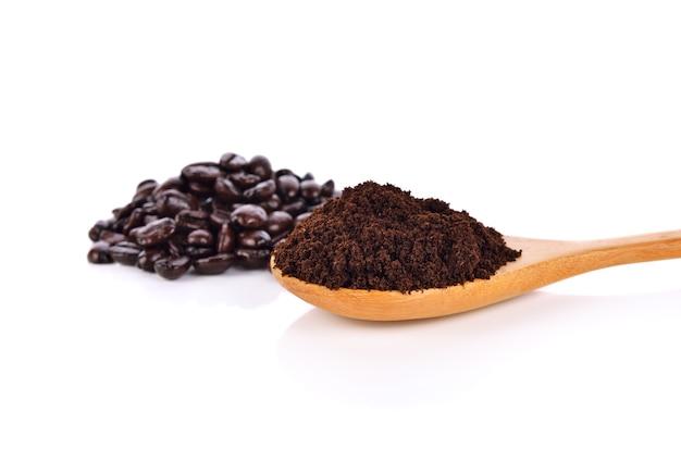 Café isolado no branco