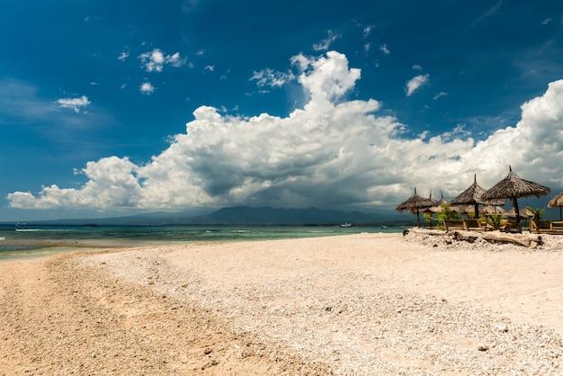 Café na praia tropical
