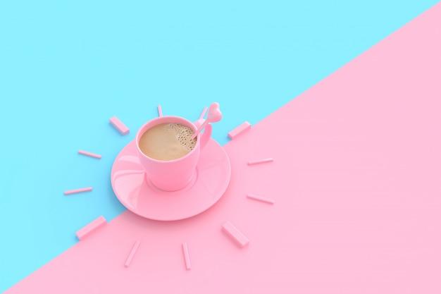 Café no copo cor-de-rosa criativo pelo tempo.
