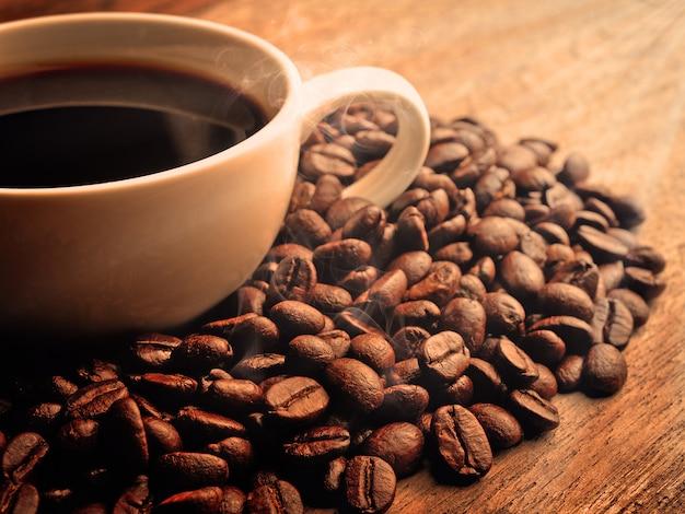 Café no espaço de madeira do grunge