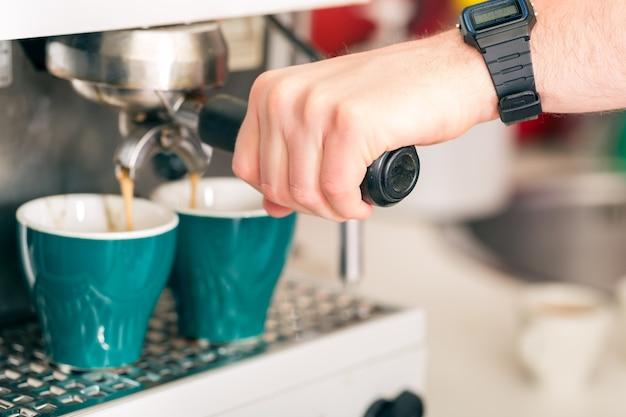 Café - o café é feito na hora com uma cafeteira