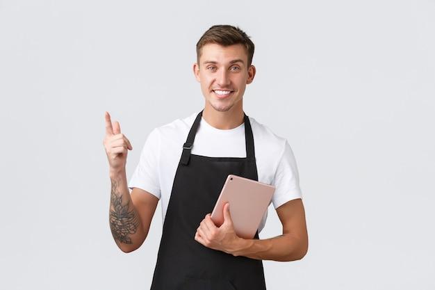 Café para pequenas empresas e funcionários do café conceito bonito simpático barista café proprietário no avental ...