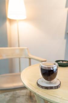 Café preto americano quente em cafeteria e restaurante