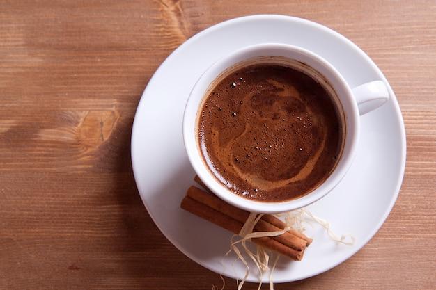 Café preto e canela
