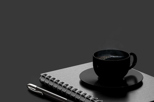 Café preto em copo preto