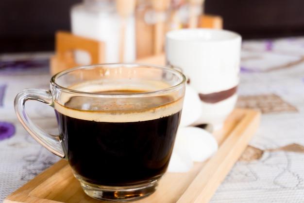 Café preto em vidro