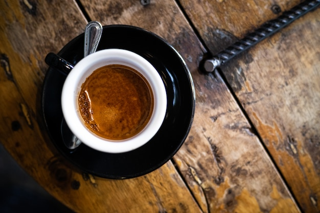 Café quente, americano.