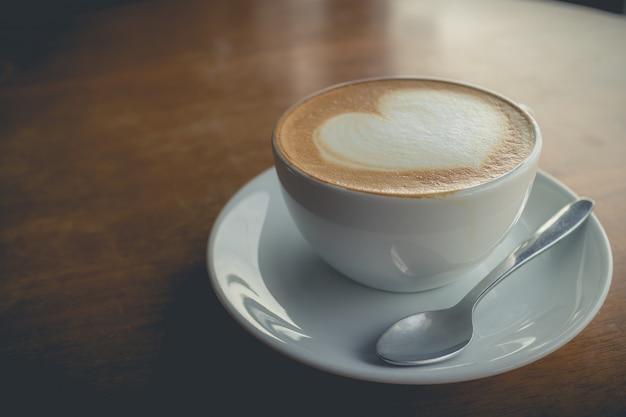 Café quente com espuma de leite