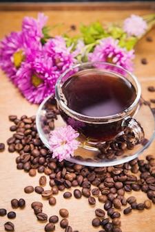 Café quente com flor