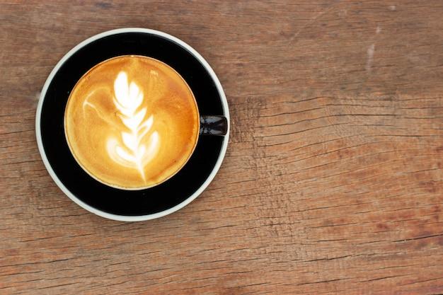 Café quente com latte art. bebida de cafeína favorita. refresco bebida na manhã.