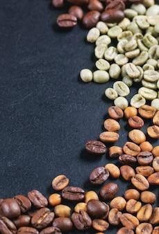 Café verde, marrom e preto no chalckboard