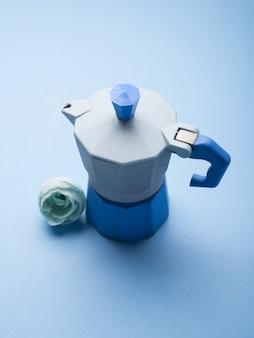 Cafeteira azul e flor