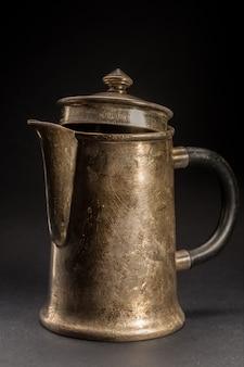 Cafeteira velha. bule de chá vintage