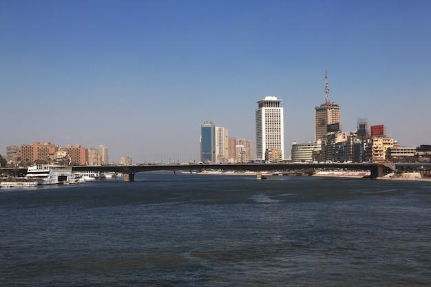 Cairo, egito - 5 de março de 2017. centro do cairo no rio nilo, egito