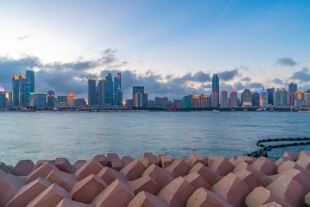 Cais de iates de qingdao bay e paisagem arquitetônica urbana