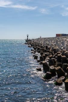 Cais de quarentena no porto de odessa, ucrânia