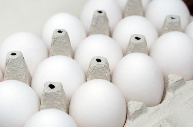 Caixa aberta com ovos