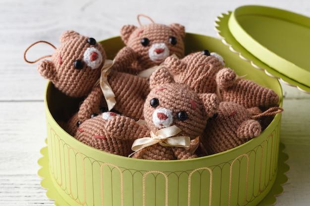 Caixa cheia de urso de malha bonito brinquedo