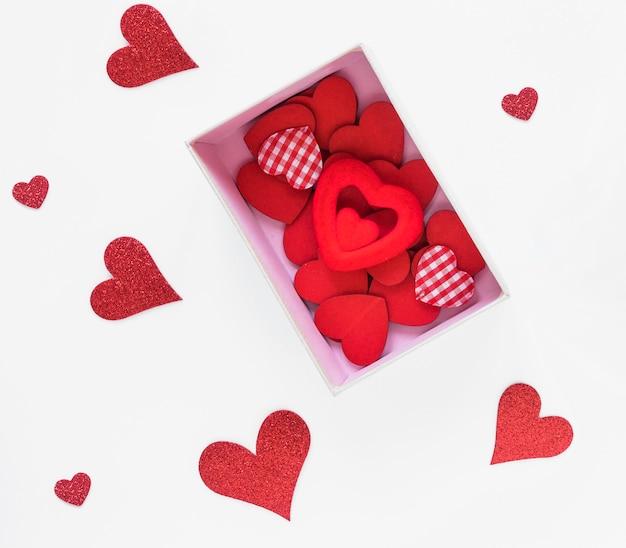 Caixa com corações diferentes