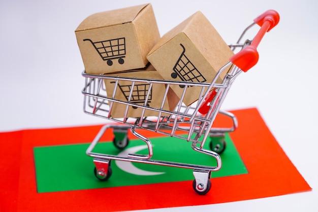 Caixa com logotipo do carrinho de compras e bandeira das maldivas.