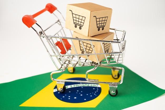 Caixa com logotipo do carrinho de compras e bandeira do brasil.