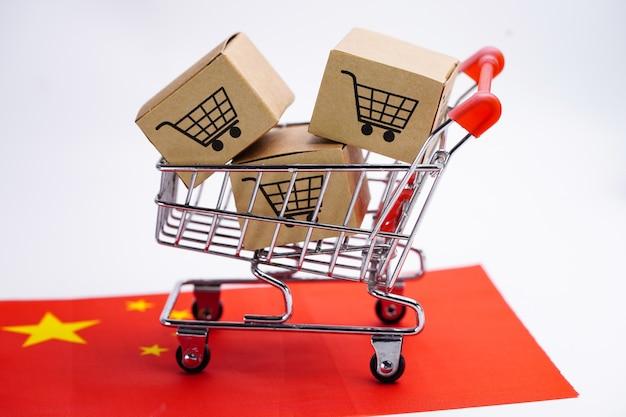 Caixa com logotipo do carrinho de compras na bandeira da china.