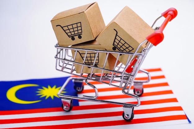 Caixa com logotipo do carrinho de compras na bandeira da malásia.