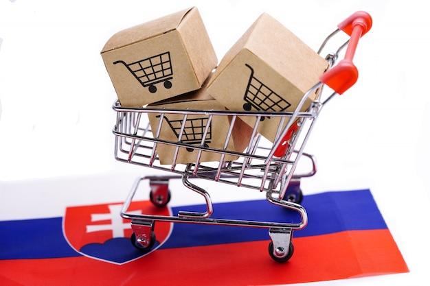 Caixa com o logotipo do carrinho de compras e a bandeira da eslováquia.