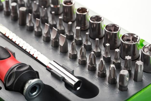 Caixa com várias ferramentas de chave de fenda
