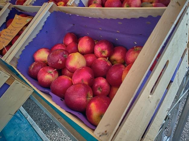Caixa da apple exposta ao mercado para venda no varejo.
