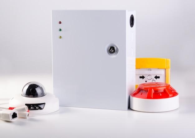 Caixa de alimentação, equipamento de alarme de incêndio e câmera de cctv serviço de segurança