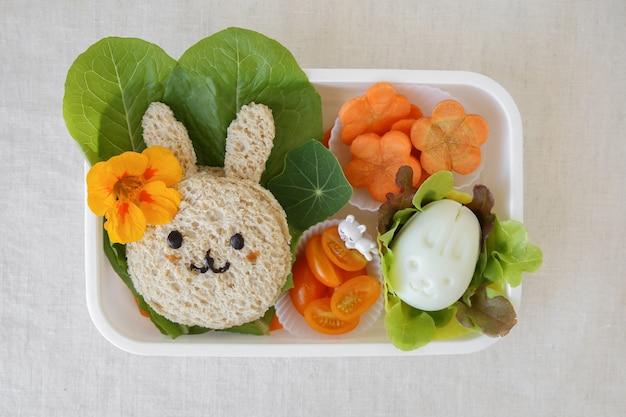 Caixa de almoço saudável de coelhinho da páscoa, divertido arte de comida para crianças