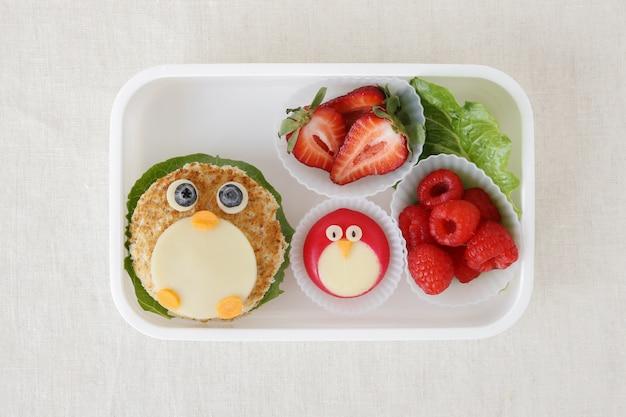 Caixa de almoço saudável do pinguim, arte da comida do divertimento para crianças