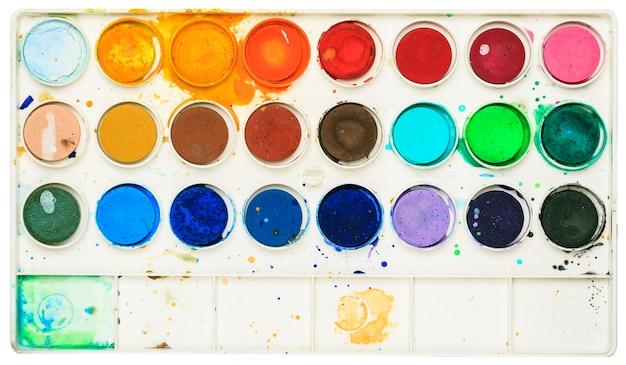 Caixa de aquarela usada e suja