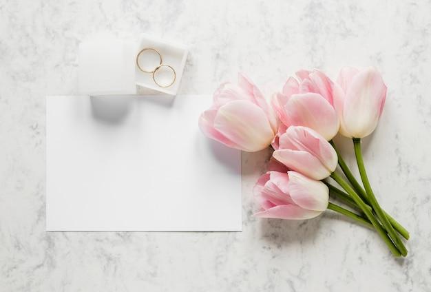 Caixa de configuração plana com anéis de noivado