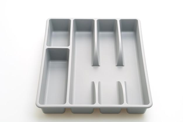 Caixa de cozinha com talheres para colheres, garfos, facas isoladas em fundo branco