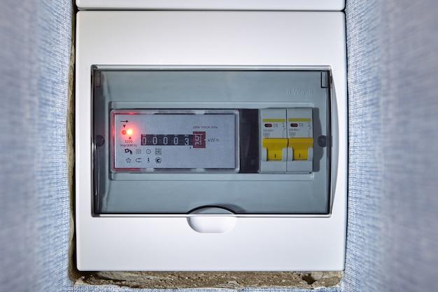 Caixa de distribuição elétrica, quadro de distribuição com medidor.