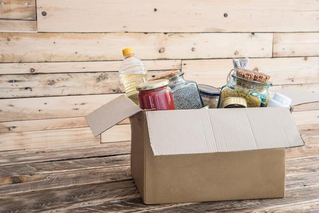Caixa de doação de alimentos para as vítimas