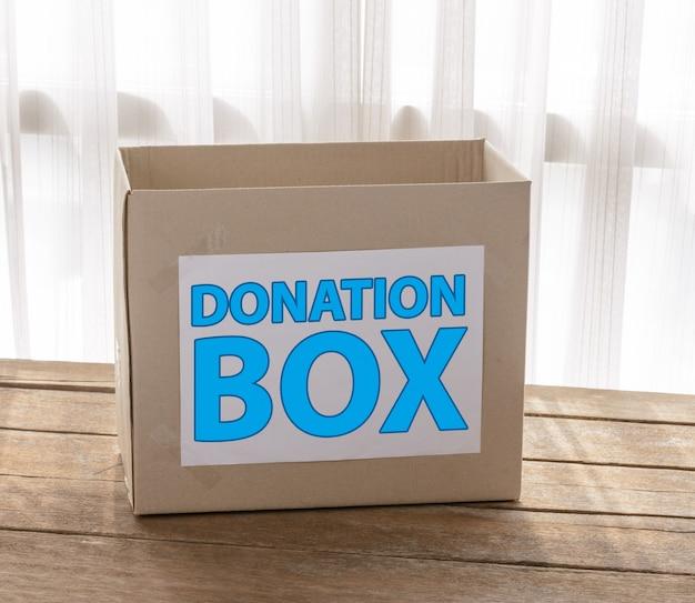 Caixa de doação de papelão