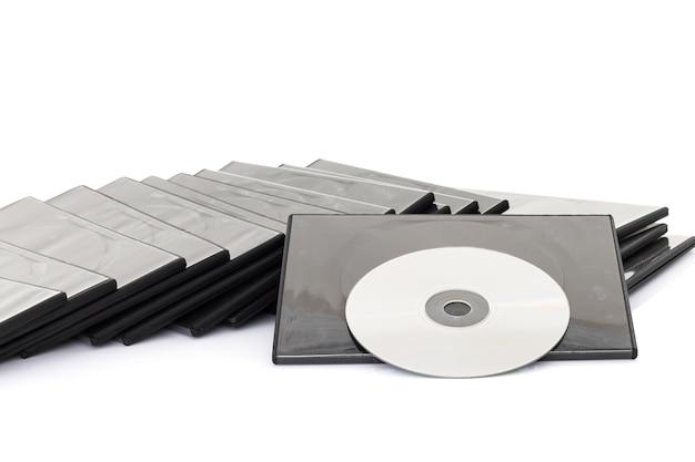 Caixa de dvd com disco no fundo branco