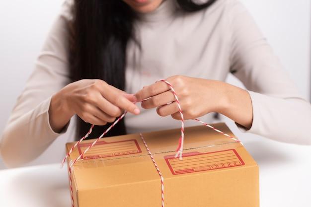 Caixa de embalagem, conceito de negócio de marketing on-line
