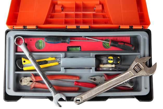 Caixa de ferramentas de plástico preto laranja com um conjunto de ferramentas antigas.