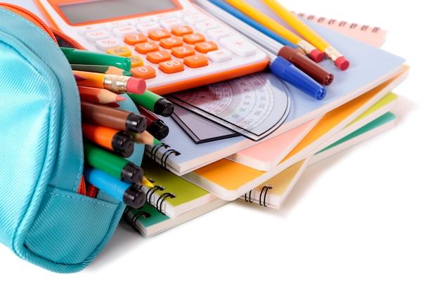 Caixa de lápis e equipamentos escolares