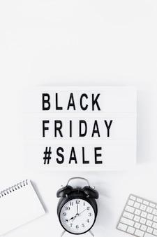 Caixa de luz plana venda sexta-feira negra na mesa