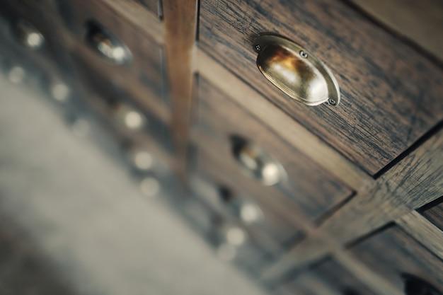 Caixa de medicina tradicional chinesa (gaveta, armário). profundidade de campo rasa.